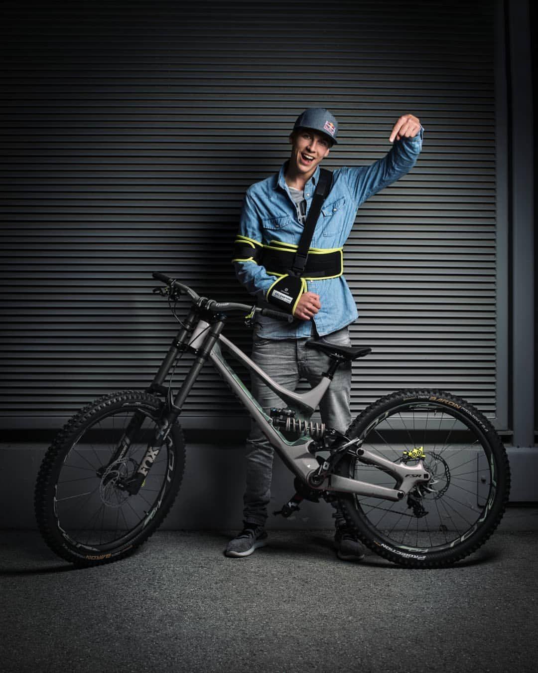 My Fabiolous Escape 2 Machine Can Anyone Guess The Colour Of My New Iamspecialized Mtb Demo Dow Downhill Bike Downhill Mountain Biking Freeride Mountain Bike
