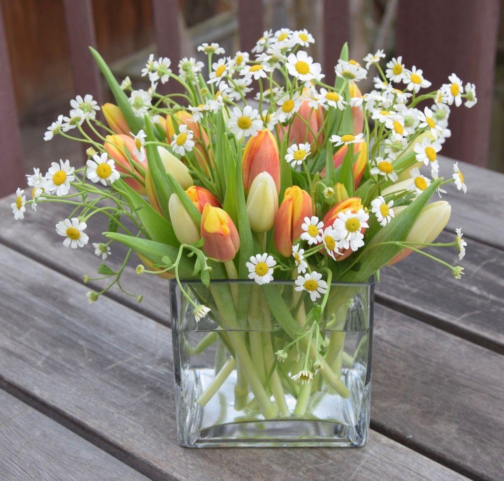 Baby Shower Spring Flower Arrangement With Tulips And Daisies Tulips Arrangement Spring Flower Arrangements Fresh Flowers Arrangements