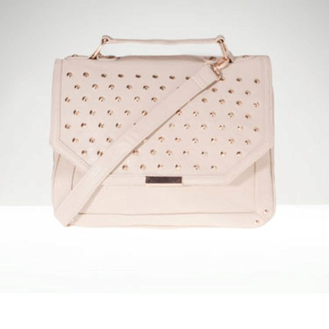 can't wait to put my things in this studded satchel...