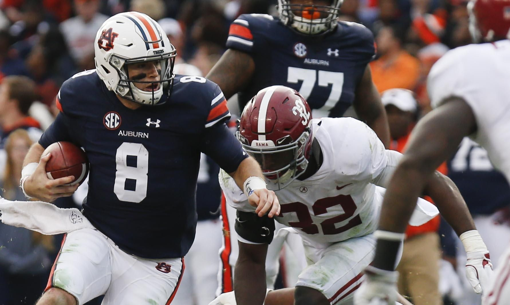 Auburn Quarterback Jarrett Stidham Runs The Ball As Alabama Linebacker Rashaan Evans Moves In Johnny Manziel Penn State Athletics College Football Championship