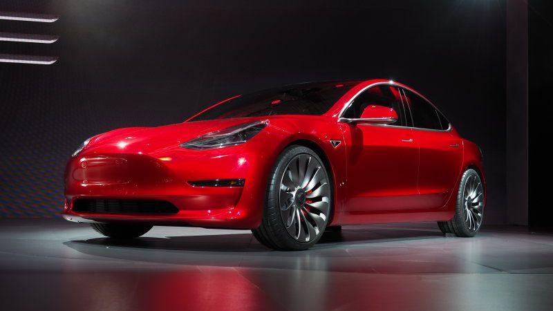The Tesla Model 3 Arrives With 215 Miles Of Range For 35 000 Tesla Tesla Model New Tesla
