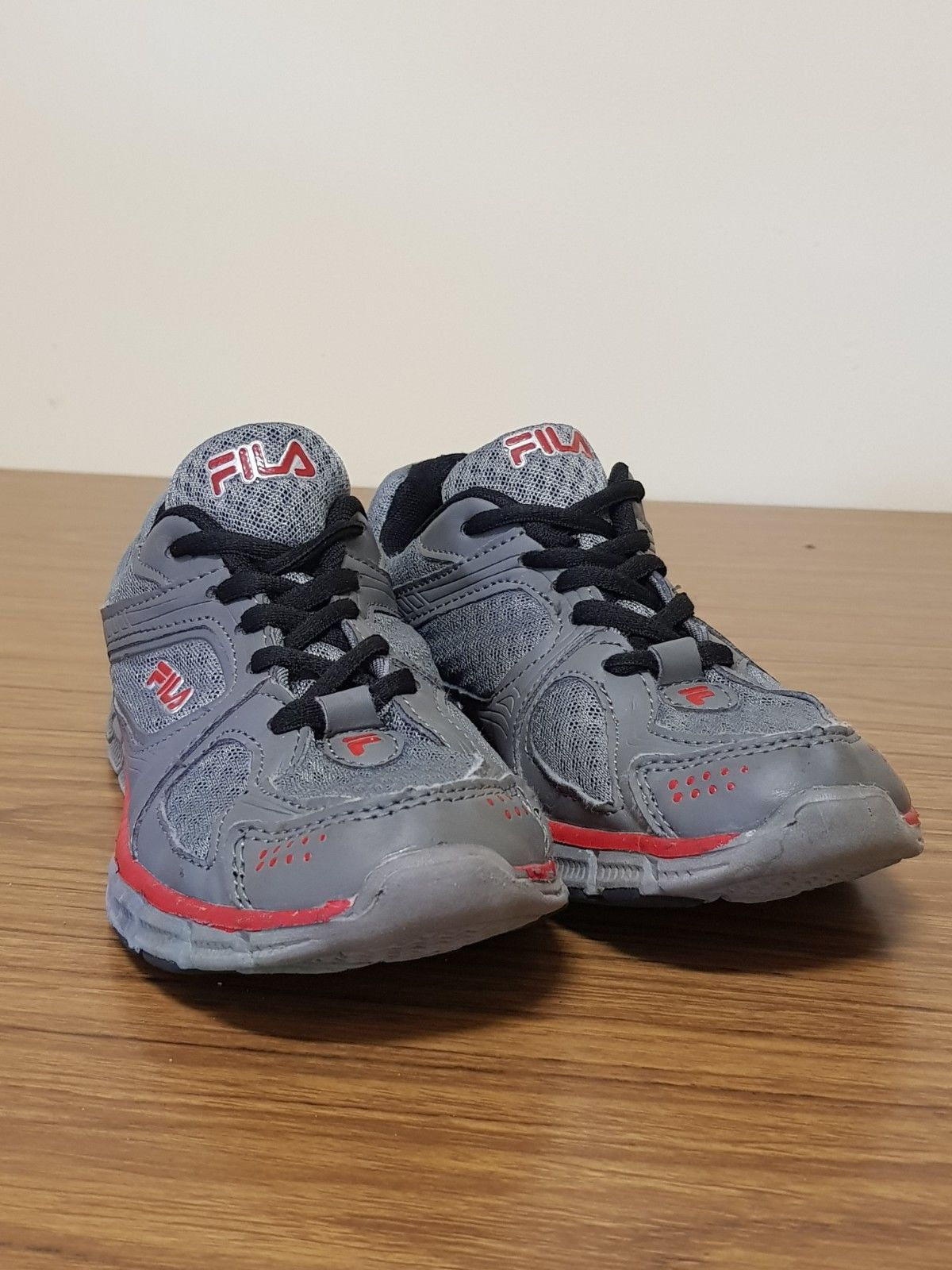 c292bf8048a1 FILA Boys Shoes Size US 4   UK 3   EUR 36 (Grey   Red) USED Good Condition
