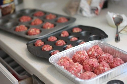 Meatloaf in muffin tins!  Wonder if you could freeze these?