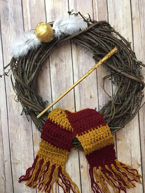 Harry Potter wreath / Harry Potter door wreath / Gryffindor