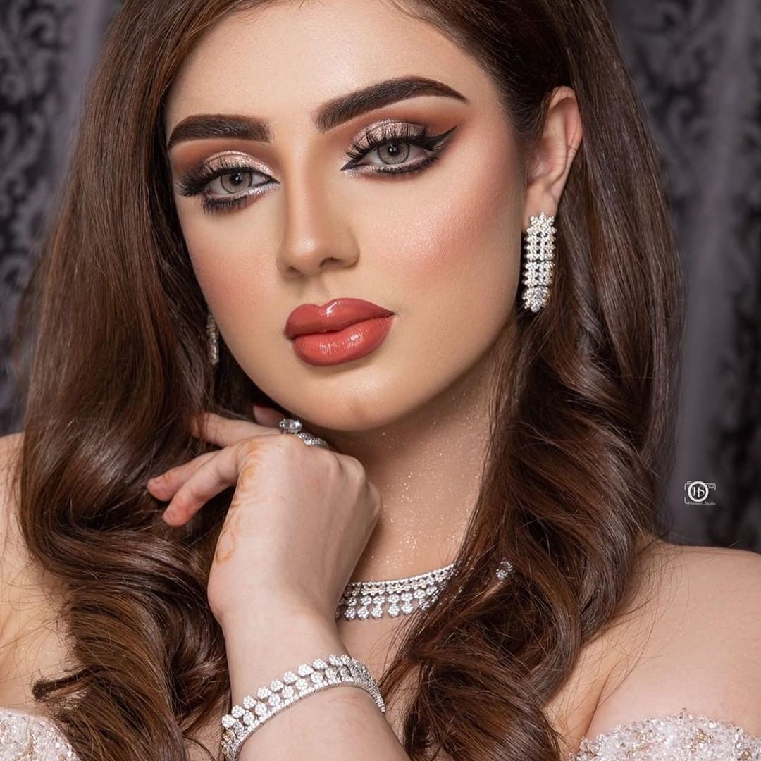Image May Contain One Or More People And Closeup Stunning Makeup Chic Makeup Arabian Beauty Women