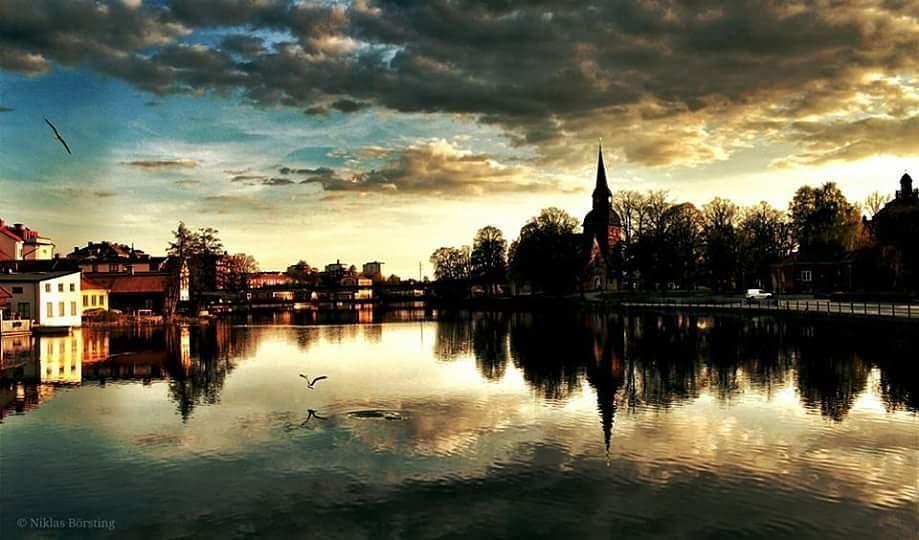 I really need summer now.... #mindfulness #sunrise #reflections #water #eskilstunaån #eskilstuna #visiteskilstuna #visitsweden #sweden #swedishmoments #sunset