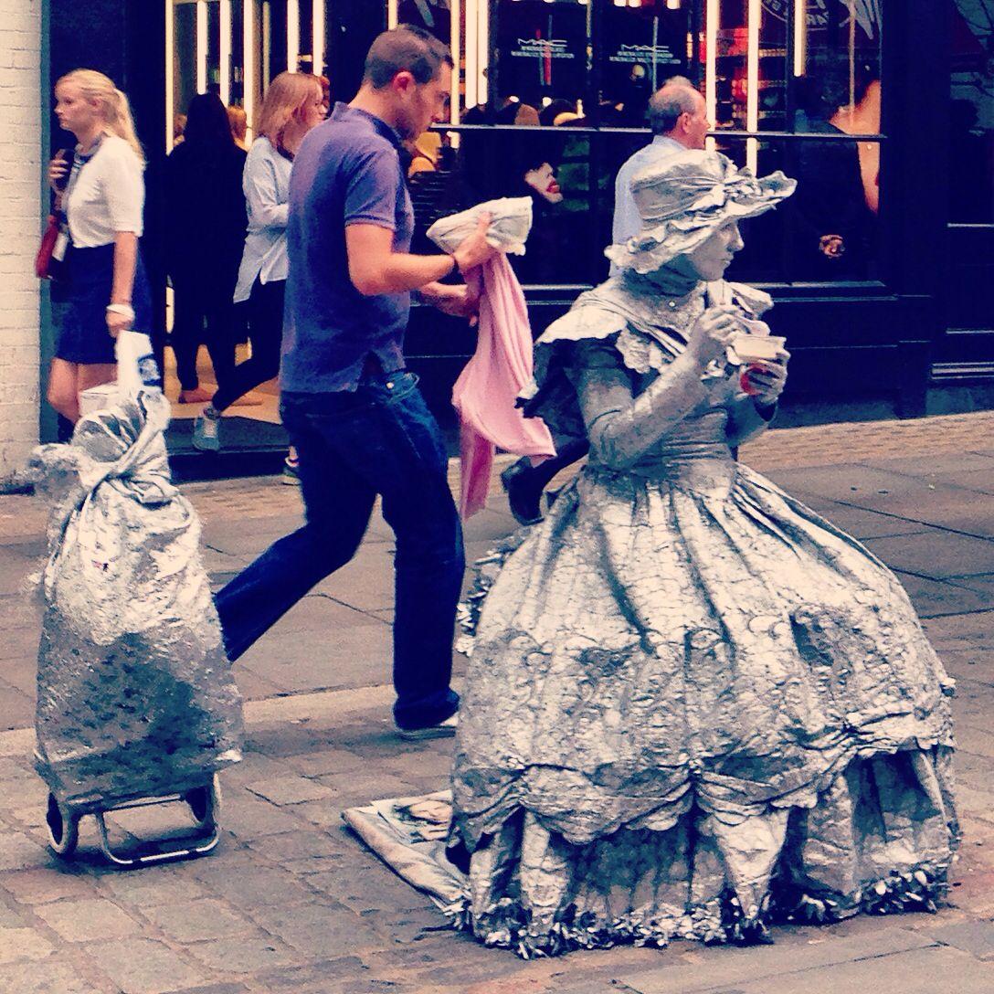 Lunch break #london #coventgarden #streetperformer
