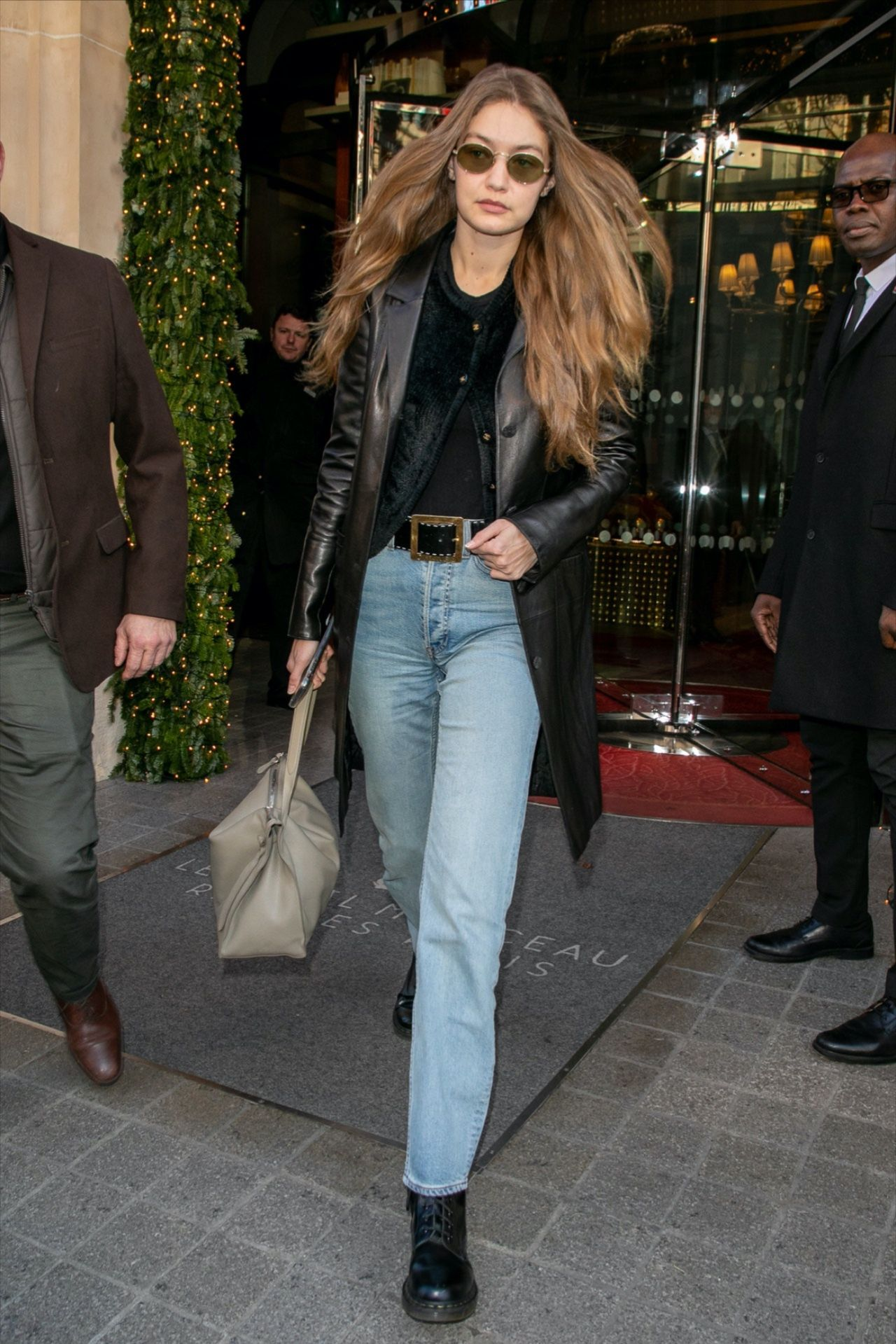 Gigi And Bella's Stylist Swears By This Denim And Boot Combo – Street Style
