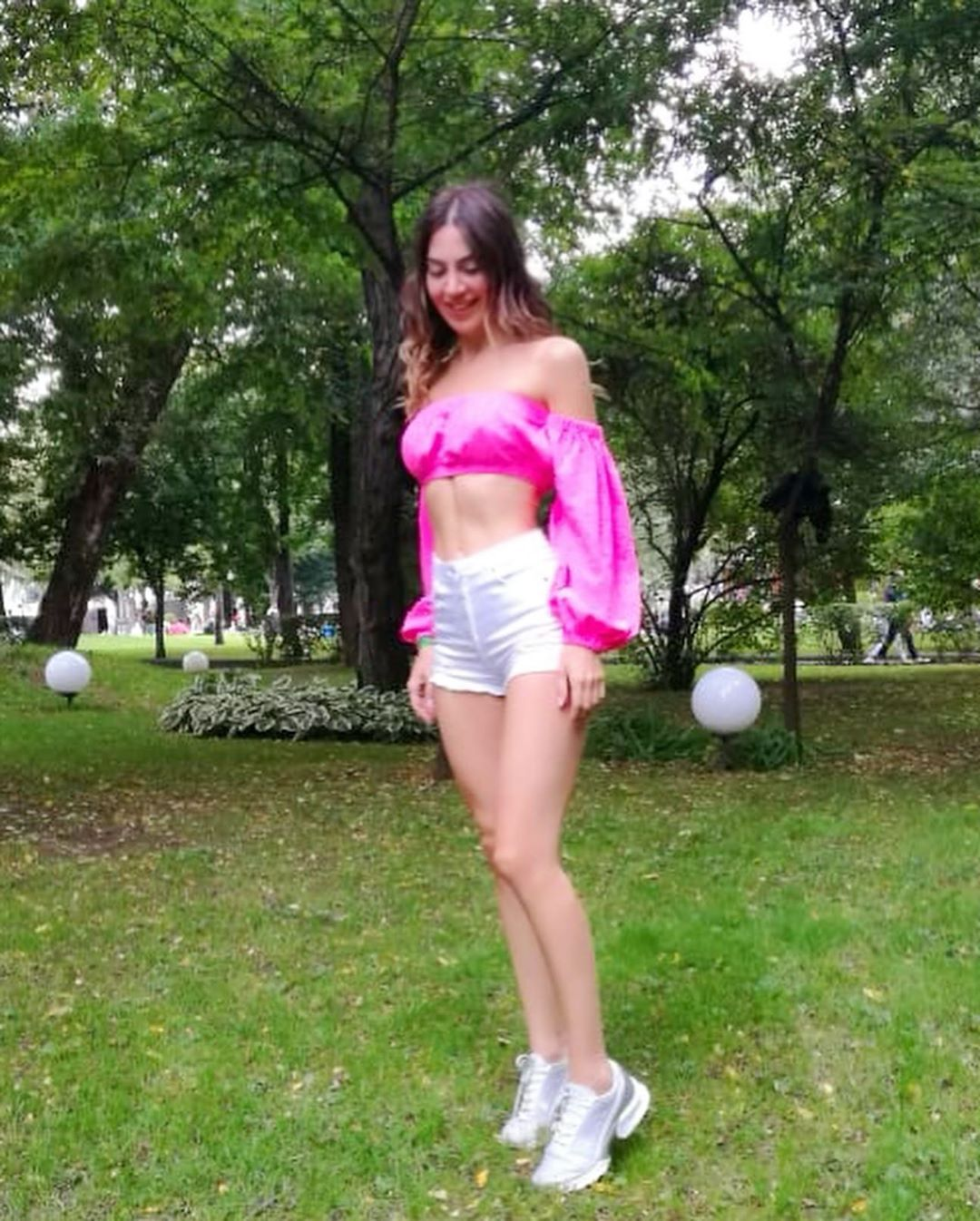 Bright mood #bright #girl #weekend #fit #fitness #fitnessmodel #neon #...