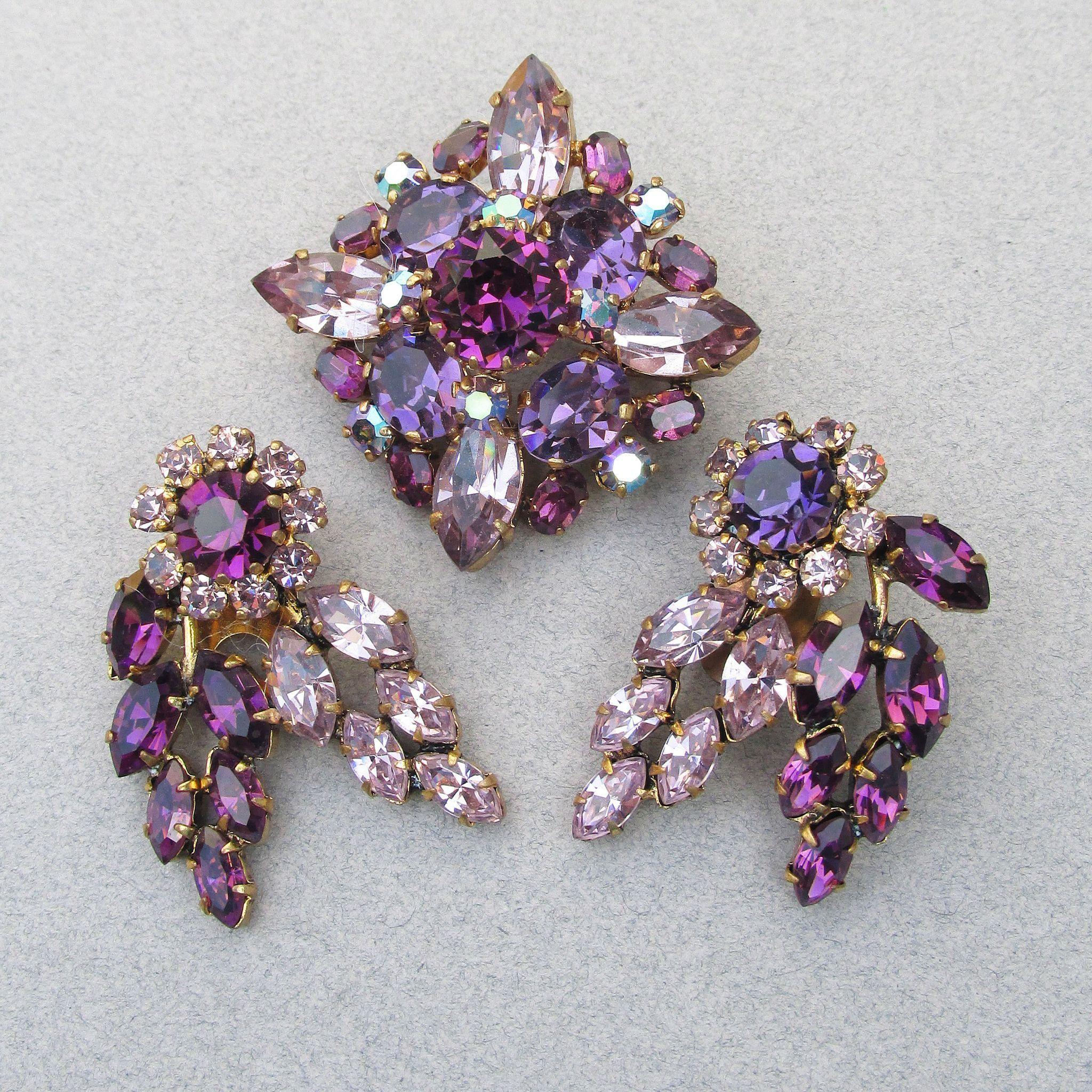 Vintage Gold Tone Purple Rhinestone Brooch /& Clip Earring Set!!