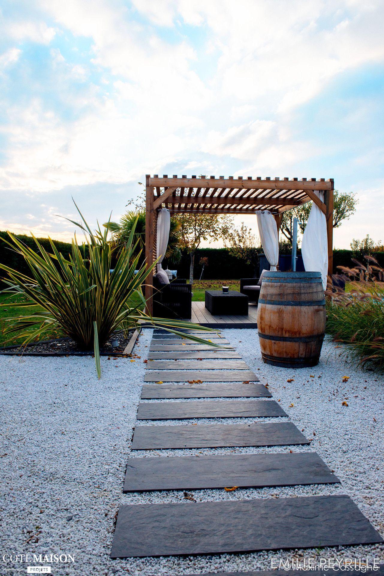 Terrasse bucolique en plein air avec pergola en bois mineral basileek house outdoor - Pergola piscine ...