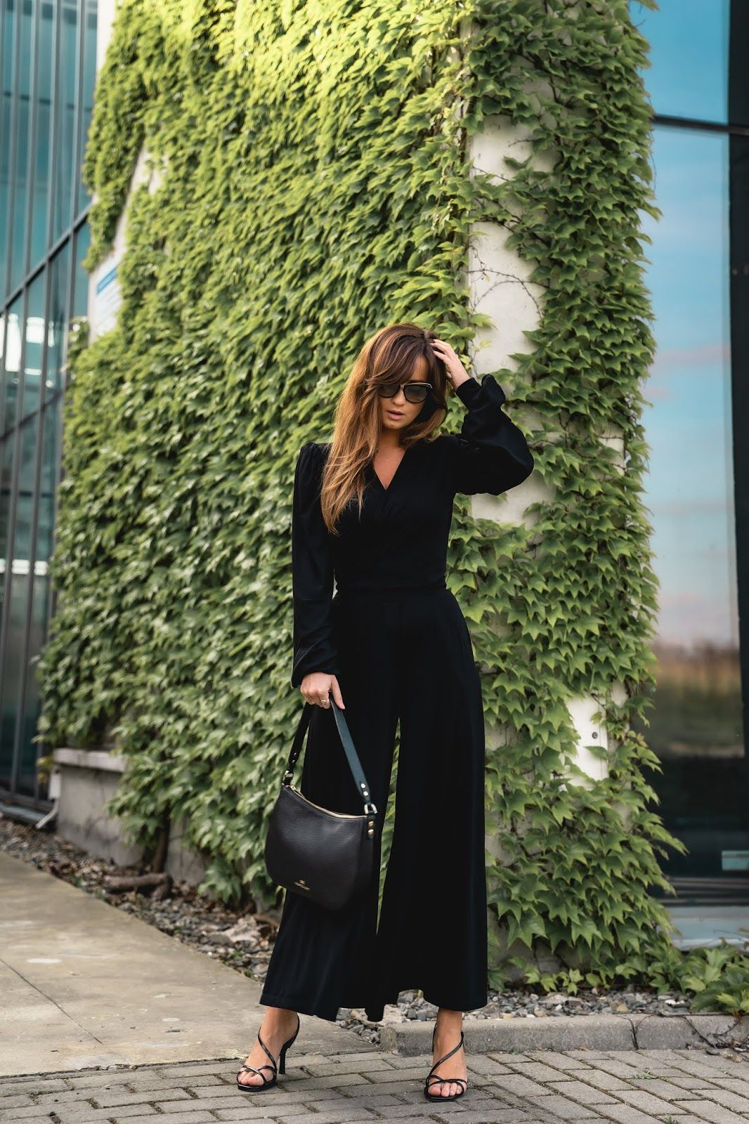 Kiedy Klasyczny Kobiecy Styl Idzie W Parze Z Wygoda Wiosenny Total Black Look Styloly Blog By Aleksandra Marze In 2020 Influencers Fashion Fashion Street Style