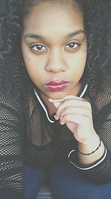 Natural eyes , bold lips