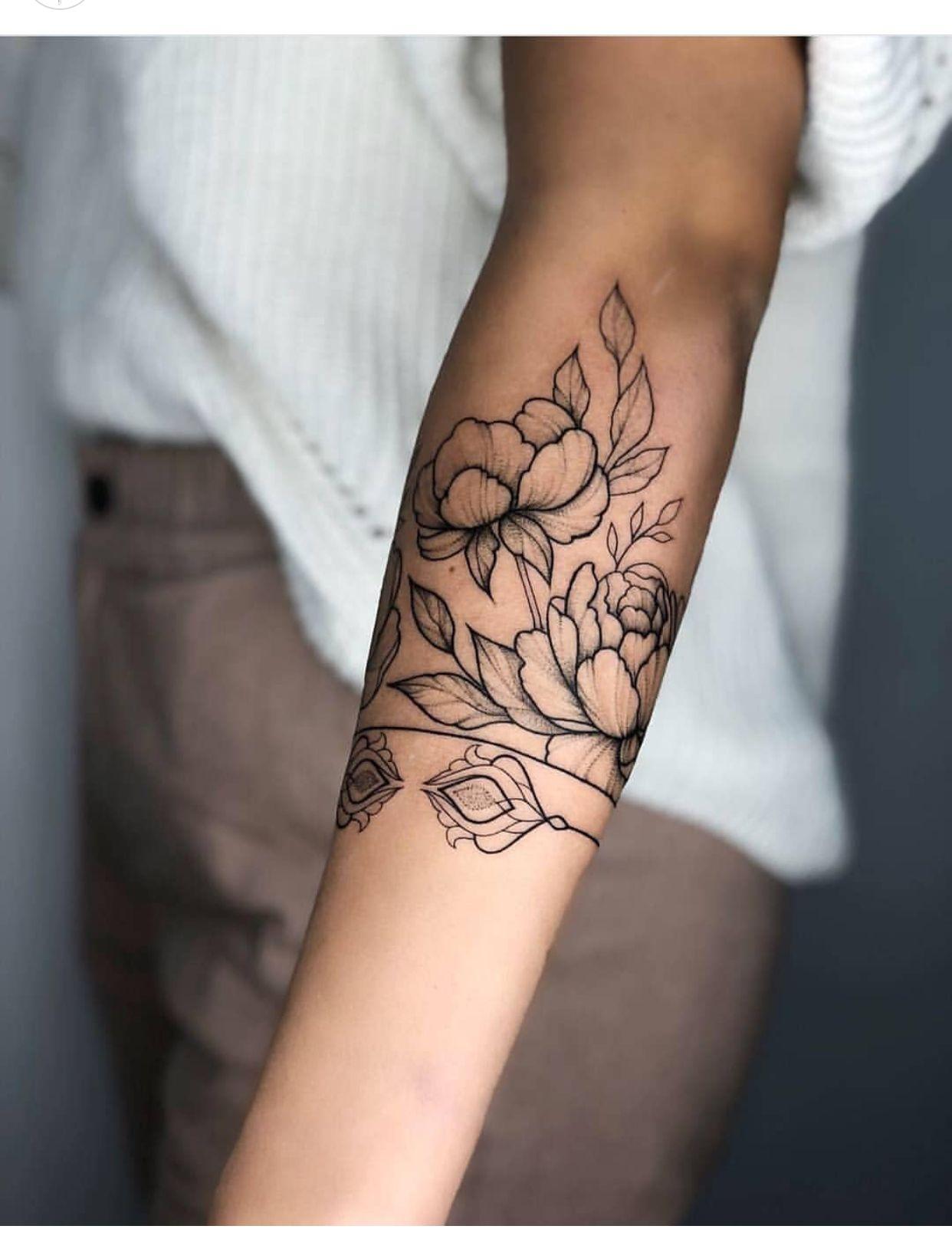 Unterarm frau blumen tattoo Unterarm Tattoo