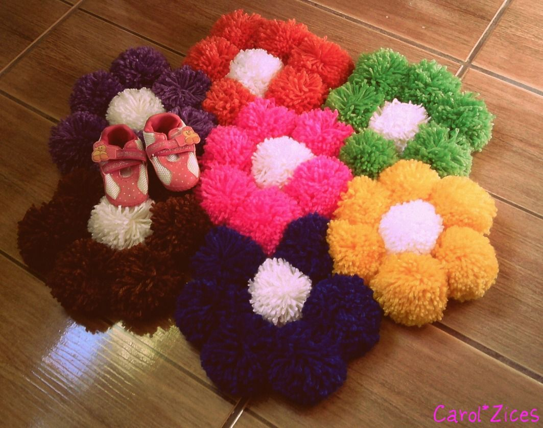 love this pom pom flower rug h ckeln pinterest handarbeit h keln und basteln. Black Bedroom Furniture Sets. Home Design Ideas