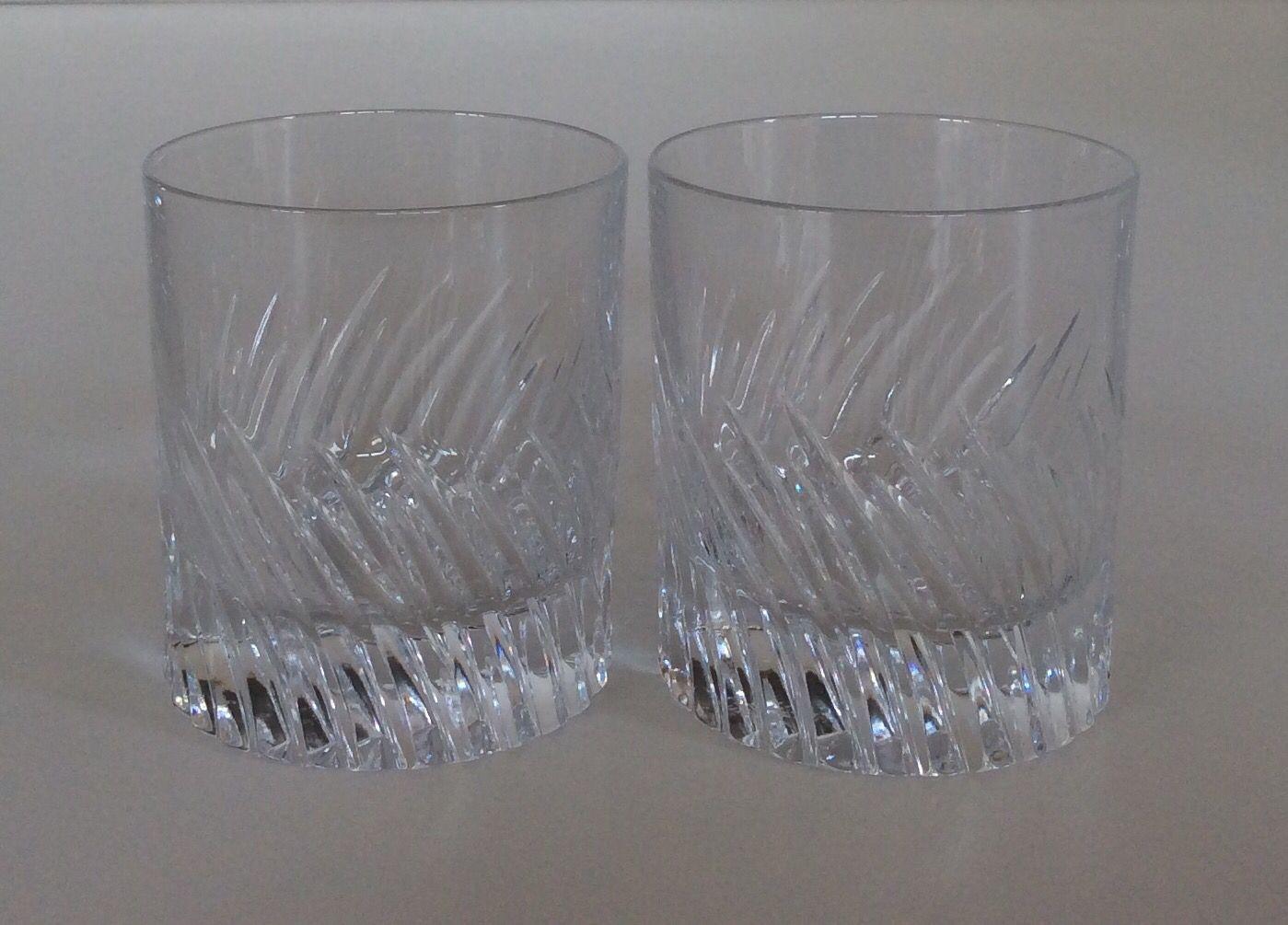 Bicchieri in cristallo lavorato righe. Disponibili 16 pezzi. H.cm.8,5x7.