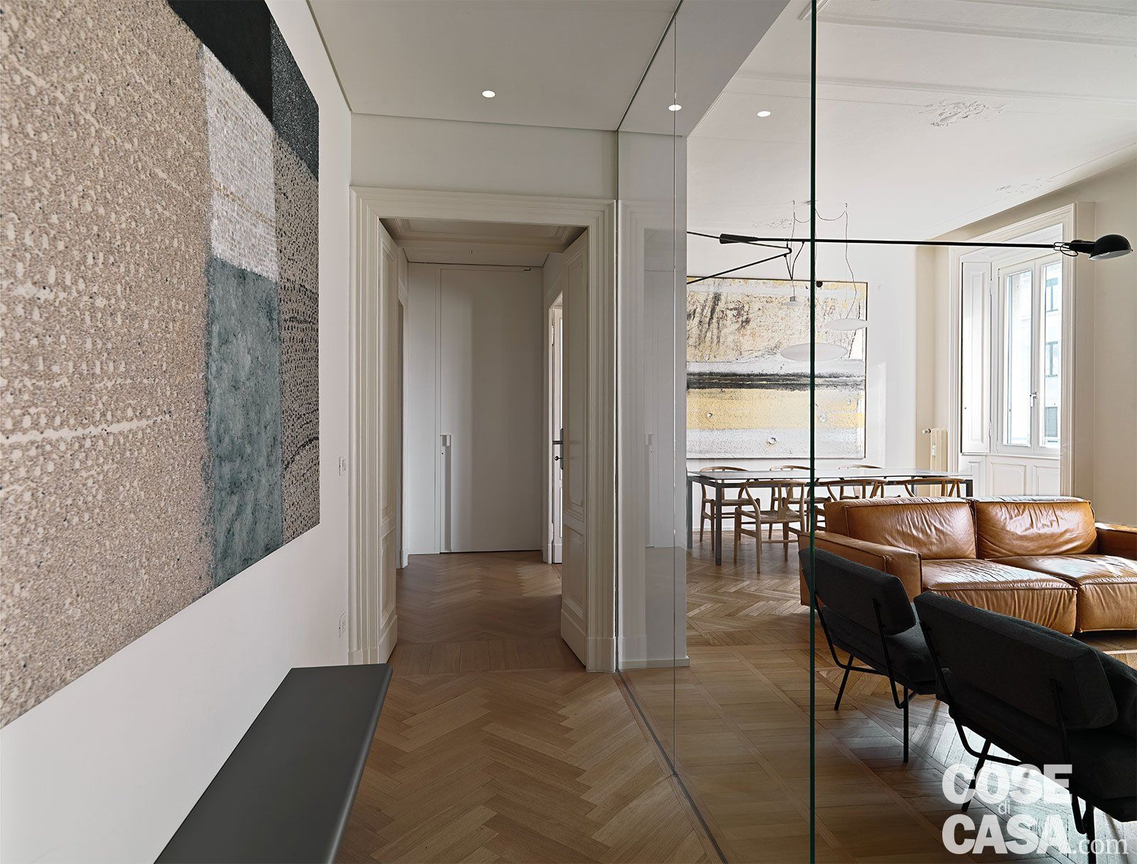 110 mq con una parete in vetro per dividere soggiorno e for Idee ambiente