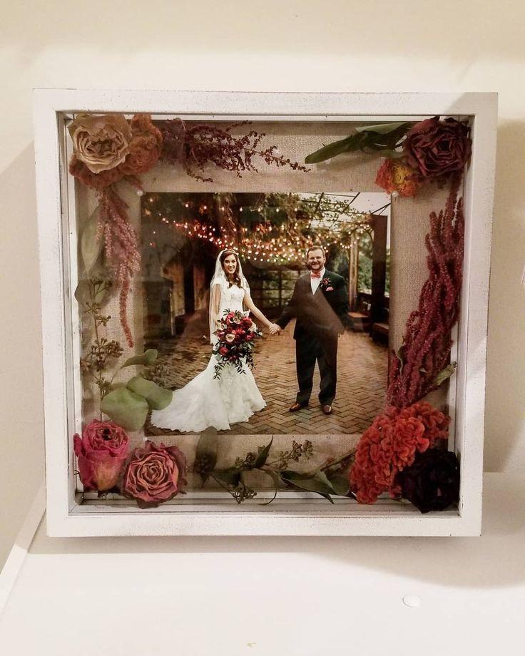 Wenn Sie nachdem einer kreativen Möglichkeit suchen Ihren Brautstrauß aufzubew…