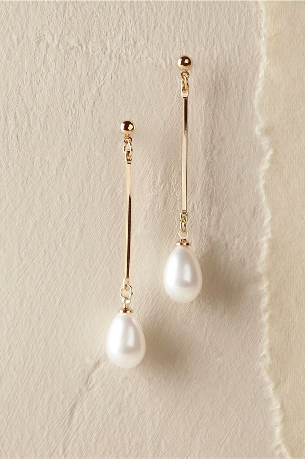 Thetis Earrings. Pearl drop earrings. I love the simplicity of these earrings. (sponsored affiliate link) #pearljewelry