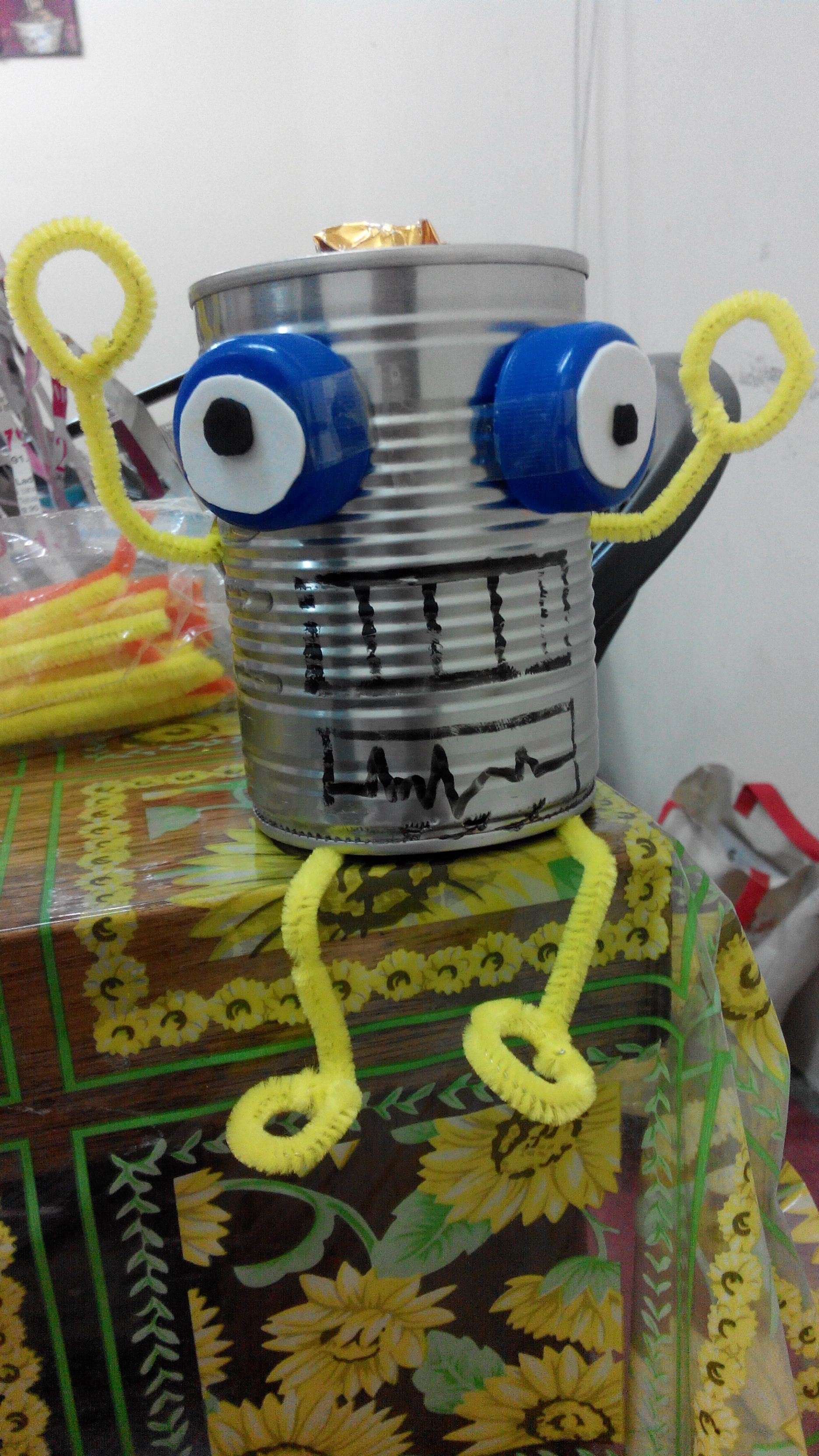 Binaan Robot Daripada Bahan Terbuang Tin Susu Kosong Penutup Plastik Botol Dawai