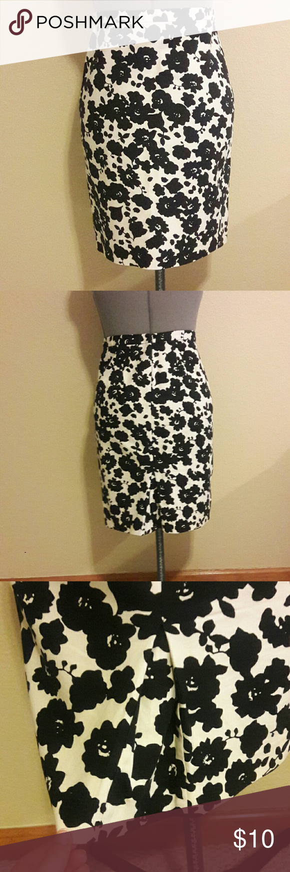 Flowered Pencil Skirt Pencil Skirt With Black Flowers On A White