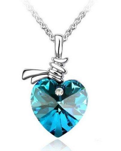 Ooooh, pretty heart necklace.
