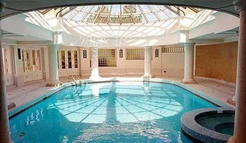 La prefieres cubierta pinteres for Mansiones con piscina