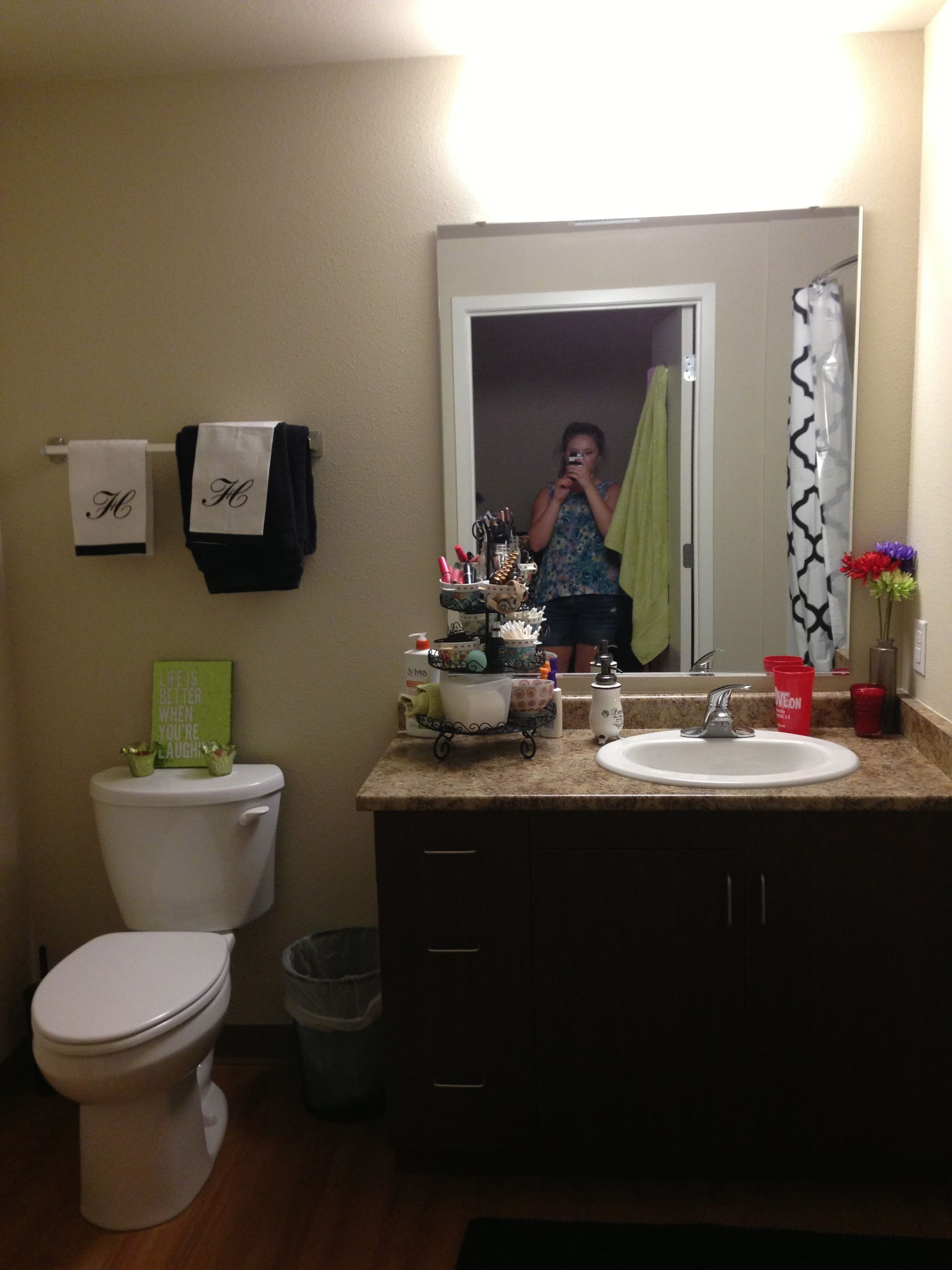 Student Living Room Decor: Own Bathroom In 4X4 At Cardinal Court