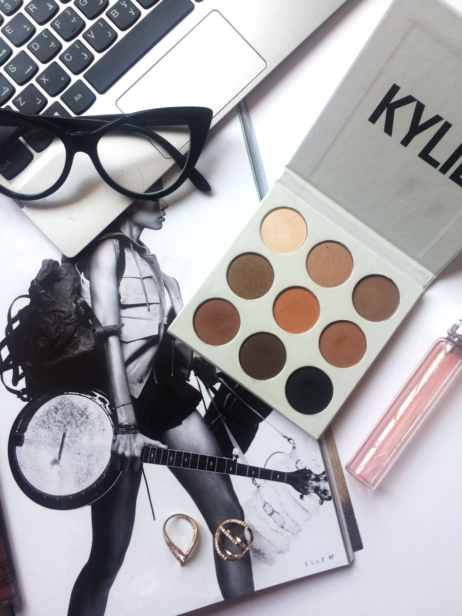 Recently I treated myself to one of the massively popular eye shadow palettes: the bronze Kyshadow palette from Kylie Cosmetics. I always find myself getting caught up in the hype of trends, especi…