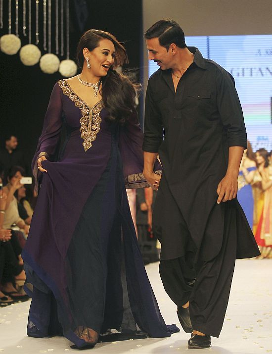 Sonakshi Sinha and Akshay Kumar walk the ramp on the first day of the India International Jewellery Week in Mumbai. ■ Photo: Rafiq Maqbool (AP)