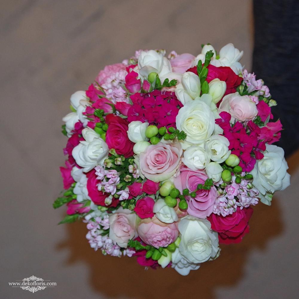 Bukiet Slubny Panny Mlodej Kwiaty Biale Rozowe I Fuksja Opolskie Floral Wreath Floral Wreaths
