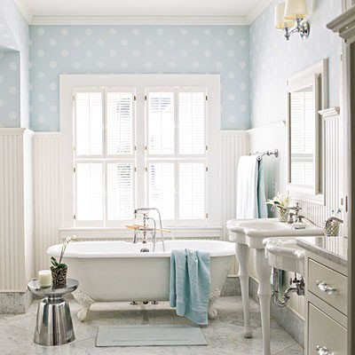 Etonnant How To Tastefully Decoate With Polka Dots  Bathroom With Blue And White Polka  Dot