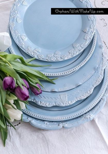 Get A Magazine-Worthy Tablescape Using Cheap Thrift Store Serving Trays