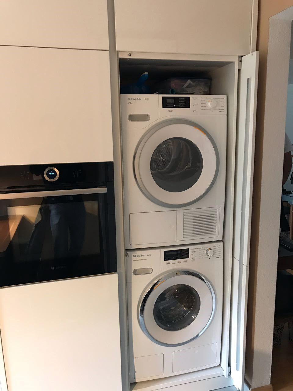 Wenn Man Die Kuche Betritt Befindet Sich Gleich Rechts In Der Ecke Der Waschmaschinen Einschubturenschrank In Waschmaschine Trockner Auf Waschmaschine Wasche
