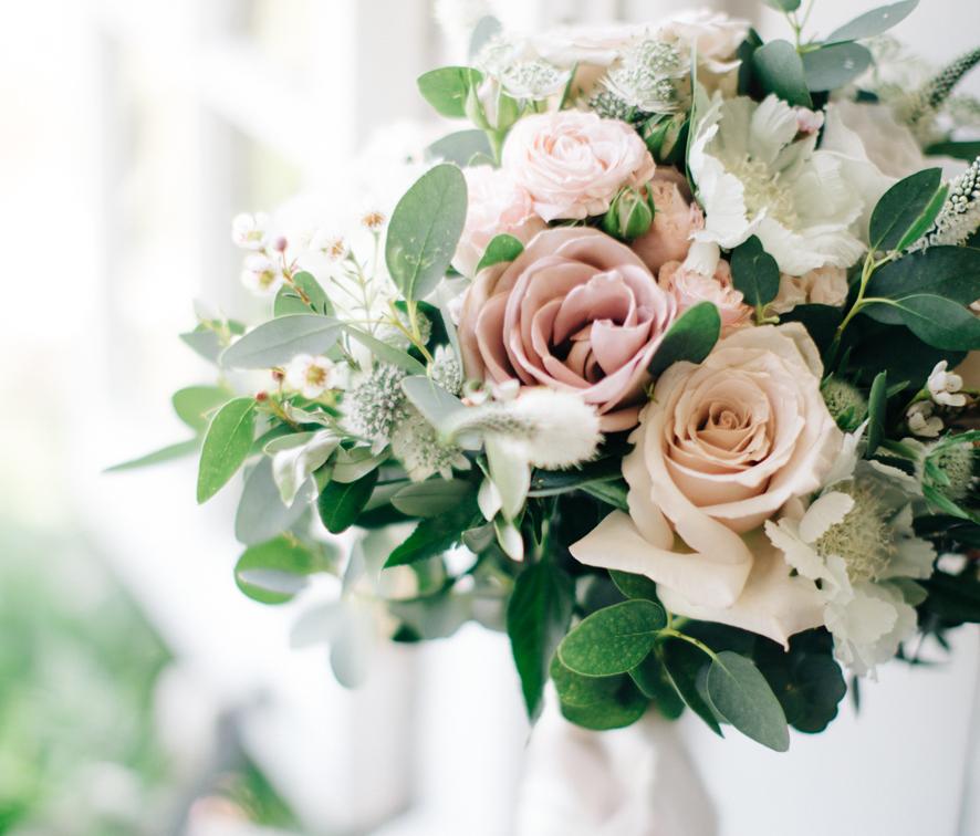 Roze W Bukietach Slubnych Klasyczne I Ponadczasowe Wiazanki Slubne Wedding Ceremony Invitations Wedding Wedding Proposals