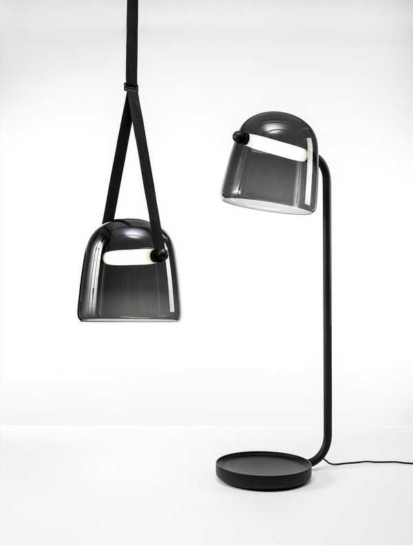 Lampada da soffitto e da terra, vetro nero curvo e forma morbida. Ceiling and floor lamp, black glass and soft shape. Mona Floor Lamp, Lucie Koldova http://luciekoldova.com/projects/mona-floor-lamp for Brokis http://www.brokis.cz #vemnero