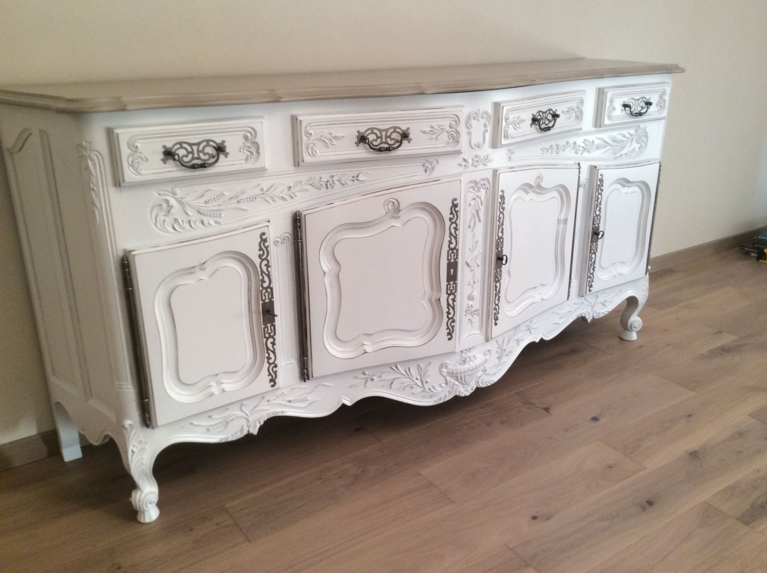 Bahut Style Louis Xv Provencal En Noyer Patine Blanc Plateau Taupe Relooking Salle A Manger Relooker Meuble Buffet Salle A Manger