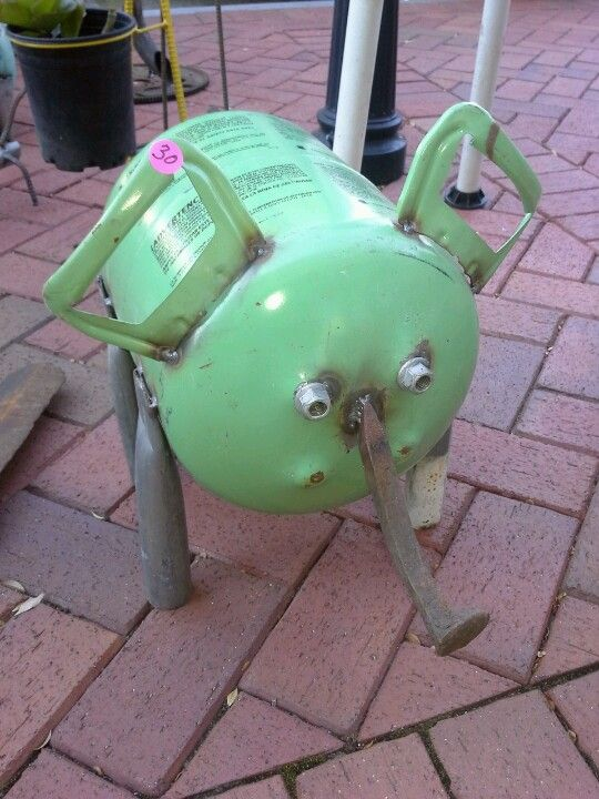Junk art pig this would be so cool in my yard | Lawn art | Metal