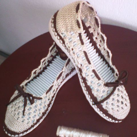 7935fa55 Zapato cerrado para dama. Tejido a mano. Dos colores y cordon. # artesanal#  trejido# hechoamano#colores#tallas#femenino #juvenil # elegante#paraniñas.