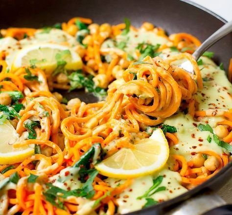 Süßkartoffel Nudeln mit Avocado Kokos Ingwer Soße - ♥ Healthy On Green #vegetariangrilling