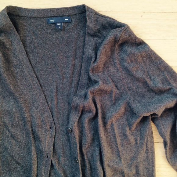 GAP V-Neck Cardigan Perfect for fall - warm brown v-neck cardigan. Lightly used - in great condition. Please feel free to make an offer or comment with any questions you may have, and thanks for looking! GAP Sweaters Cardigans
