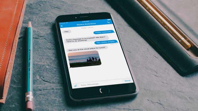 تطبيق signal لإرسال الرسائل المشفرة حصل على تمويل من أحد