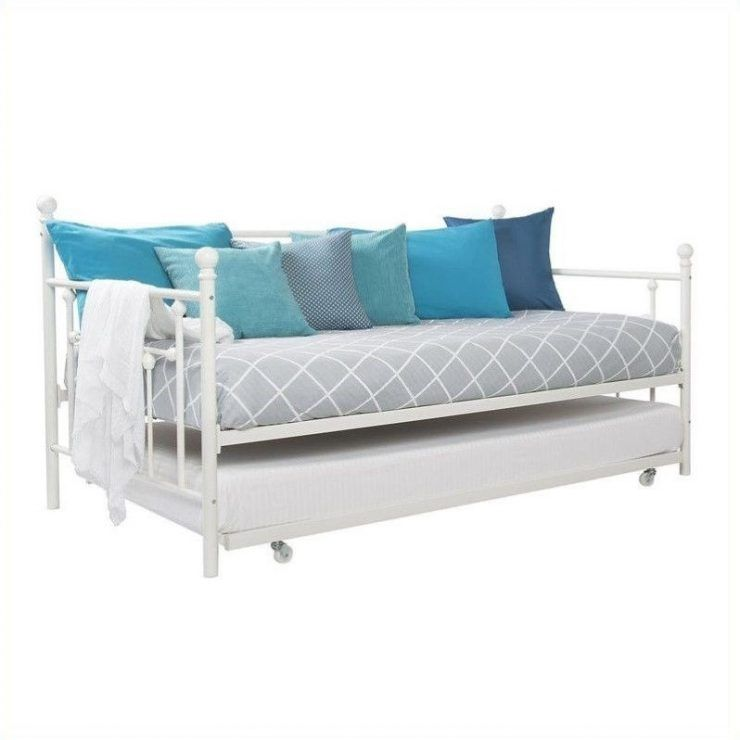 Beautiful metal daybed with trundle and many cushions | daybeds ...