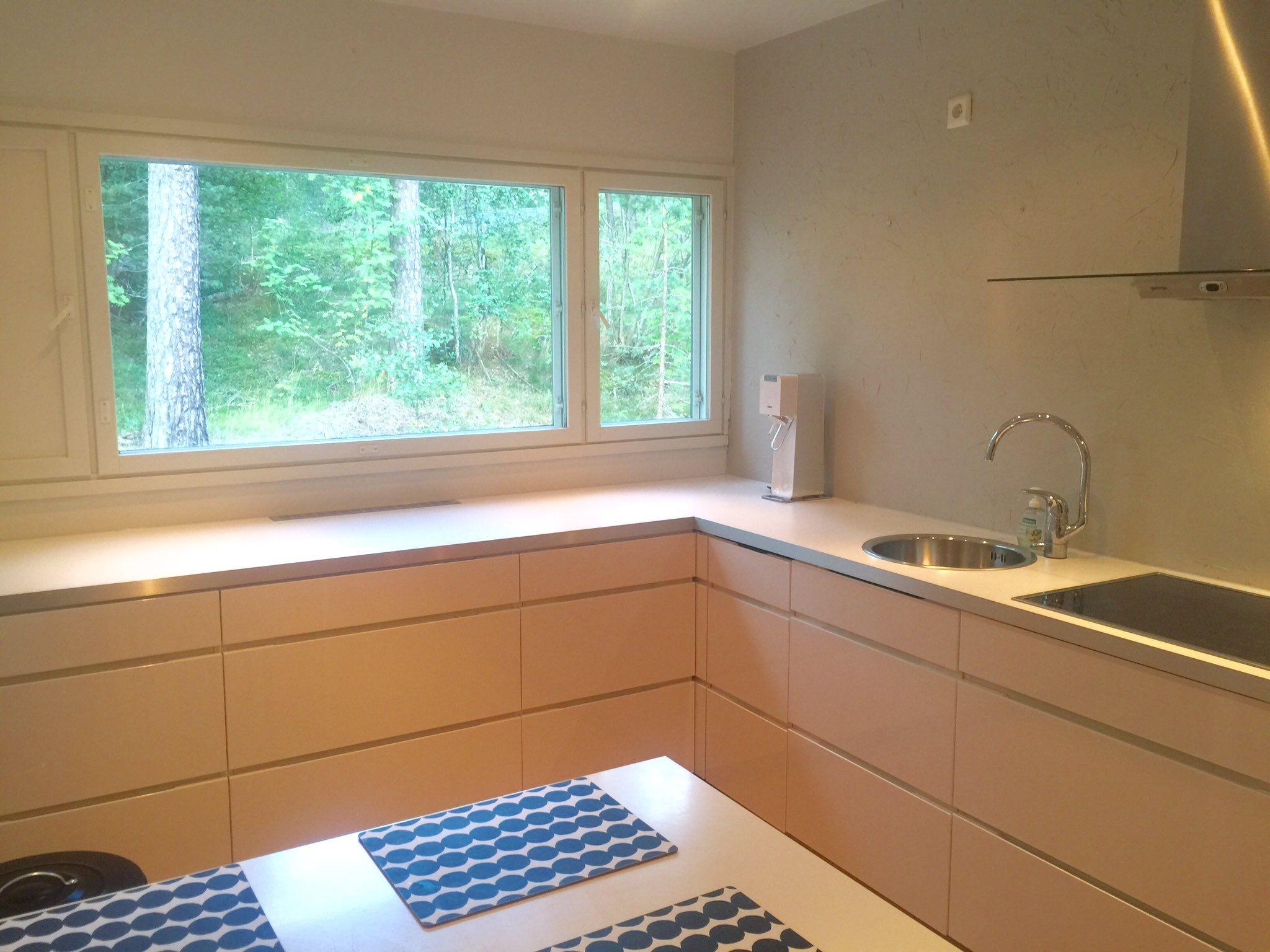 """Susanna Vanhanen on Twitter: """"Uusi #keittiötaso paikoillaan! Ihan kuin olisi saanut kokonaan uuden köökin! #remontti #ikea https://t.co/fVXjFobinj"""""""