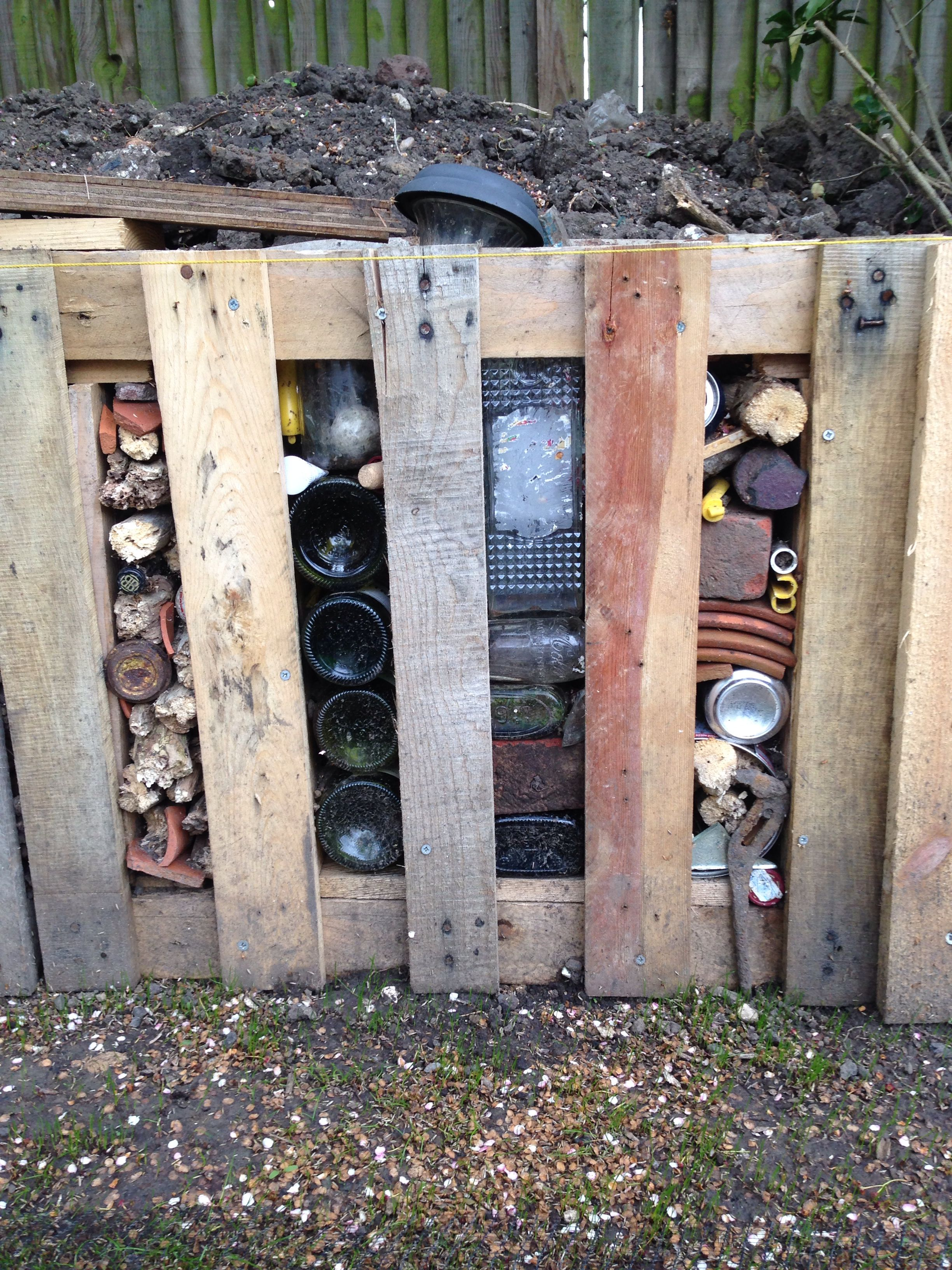 Reclaimed and recycled pallet wood slat Fence with DIY ...