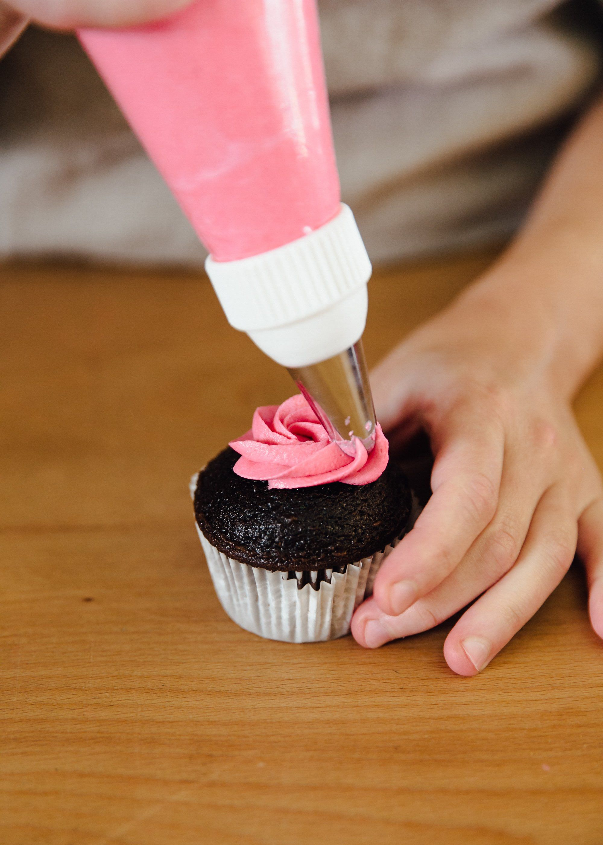 How To Use A Piping Bag Recipe Frosting Tips Cake Decorating Tips Piping Tips