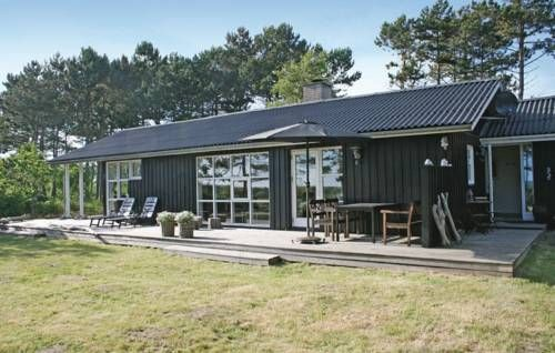 Holiday home �reflippen XI Ebeltoft Holiday home ?reflippen XI is located in Ebeltoft. The apartment can accommodate up to 7 persons and offers an open and covered terrace with panoramic sea view.