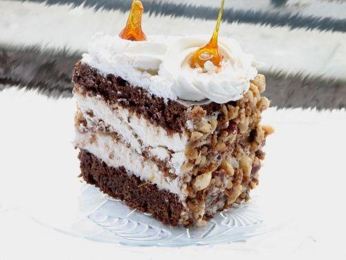Tort de bezea cu crema ganache