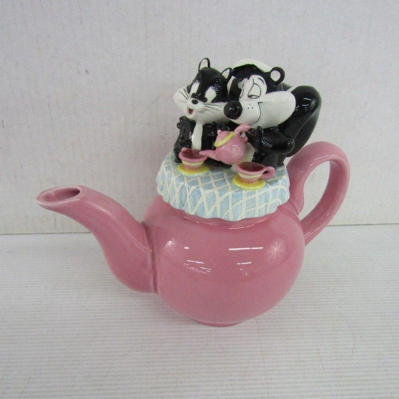 Warner Bros 1998 Pepe Le Pew & Penelope Teapot