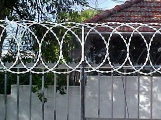 Flat Wrap Coils Razor Wire And Razor Wire Security Barrier Fence Wire Fence Barbed Wire Fencing
